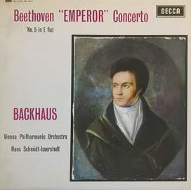 피아니스트 빌헬름 박하우스가 연주한 베토벤의 '황제'협주곡. 화려한 곡이지만 2악장은 꿈결처럼 아름답다.