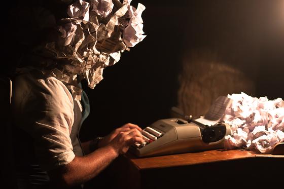 글쓰기의 고통을 표현한 사진. 사진 제목은 '작가의 글쓰기 막힘(writer's block)'이다. [사진 드루 코프먼]