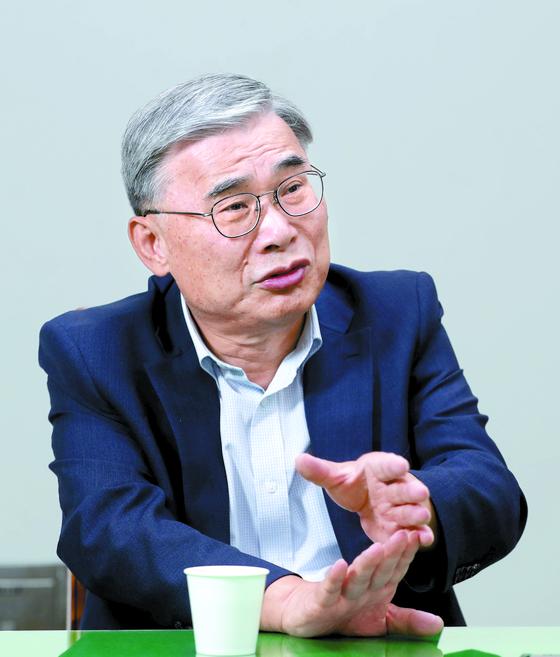 이종석 전 통일부 장관이 21일 평양공동선언의 의미에 대해 설명하고 있다. [신인섭 기자]