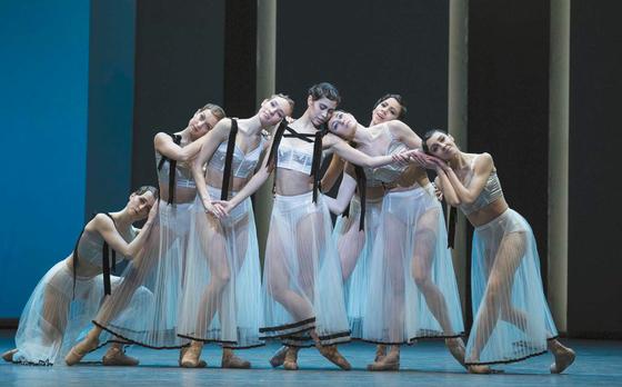 2018년 초 안무가 크리스토퍼 윌든의 발레 공연에 협업한 무대 의상