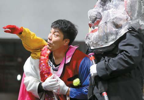 성악을 전공한 뮤지컬배우 양준모가 로게 역으로 출연한다.