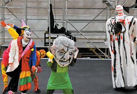 주요 캐릭터인 로게와 알베리히, 보탄(왼쪽부터)