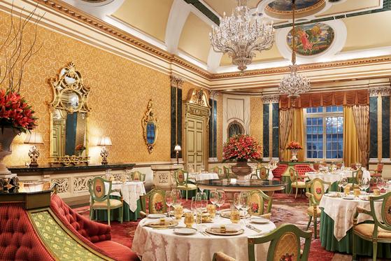 인도 자이푸르 럭셔리 호텔, 타지 람바그 팰리스 호텔의 메인 레스토랑인 수바르나 마할. [사진 타지 람바그 팰리스 호텔]