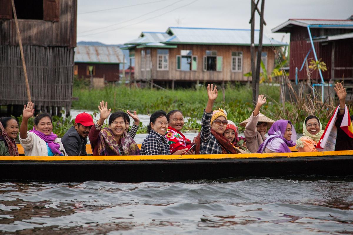 미얀마 인레호수 수상가옥 마을에서 만난 사람들. 최승표 기자