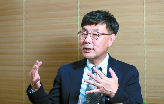 """지난 15일 김상준 법무법인 케이에스앤피 대표변호사는 '특정 판사의 잘잘못이 아닌 교육과 제도 개선에 초점을 맞춰야 성범죄 재판을 개선할 수 있다""""고 말했다. [신인섭 기자]"""