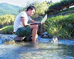 2007년 초고속인터넷망이 깔린 가미야마에선 계곡에서도 인터넷을 사용할 수 있다. [사진 그린밸리]