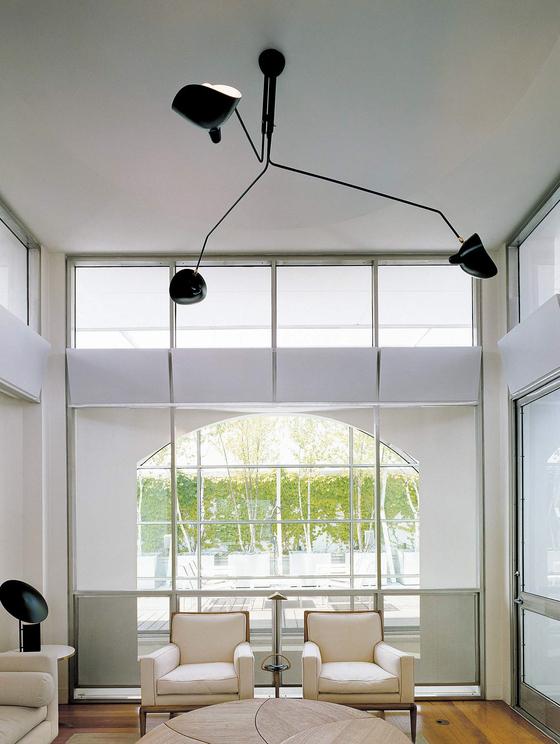 마치 곤충 다리처럼 파이프가 연결된 천장 램프(Ceiling lamp 3 rotating arms)