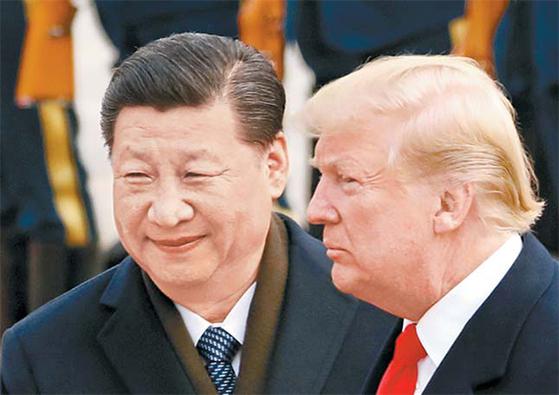 아르헨티나 G20 정상회의에 참석한 도널드 트럼프 미국 대통령(오른쪽)과 시진핑 중국 국가주석은 1일(현지시간) 정상회담을 할 예정이다. 사진은 2017년 중국 방문 당시 모습. [AP=연합뉴스]