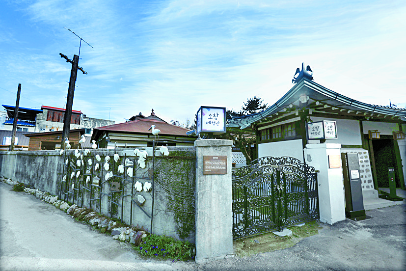 '소창' 역사를 볼 수 있는 소창체험관. 옛 평화직물 공장 터에 만들었다.