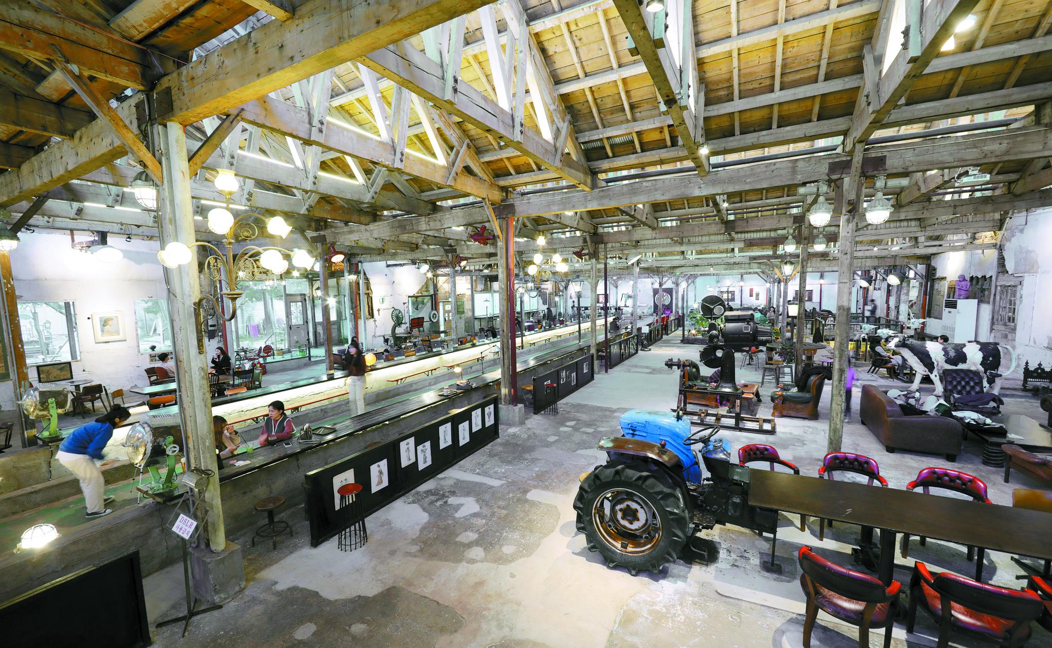 미술관 카페로 변신한 조양방직 공장.