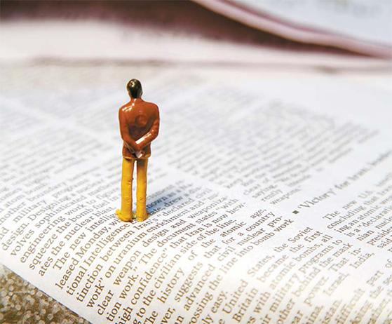 로이터 『저널리즘 핸드북(Handbook of Journalism)』(handbook.reuters.com)은 무료로 검색할 수 있다. 보도 원칙뿐만 아니라 영어 어법에 관련된 지침들을 알파벳 순으로 제시하고 있다. [중앙포토]