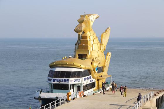 인천 연안부두에서 출발하는 유람선을 이용해야 팔미도에 입도할 수 있다. 양보라 기자