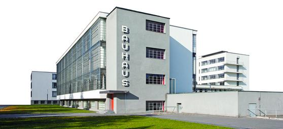 데사우의 바우하우스. 초대 교장이었던 발터 그로피우스(Walter Gropius·1883~1969)가 설계했다. 독일 모더니즘 건축의 상징으로 여겨진다. [사진 윤광준]