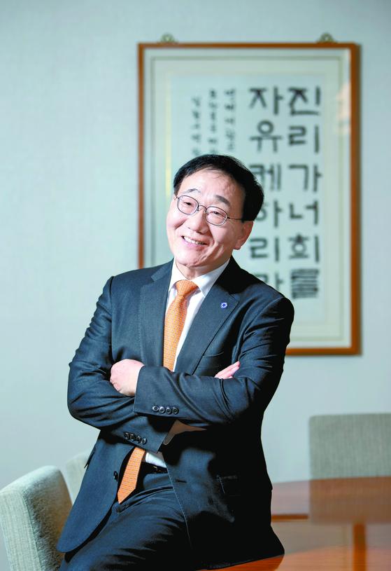 """연세대 김용학 총장은 '4차 문명시대에는 인텔리전스가 아닌 익스텔리전스형 인재가 많이 나와야 국가와 대학의 글로벌 경쟁력이 높아질 것""""이라고 강조했다. [박종근 기자]"""