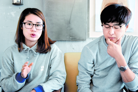 팀킴 선수들이 자신들을 일방적으로 매도했다고 주장하는 김민정 감독과 장반석 감독. [정영재 기자]