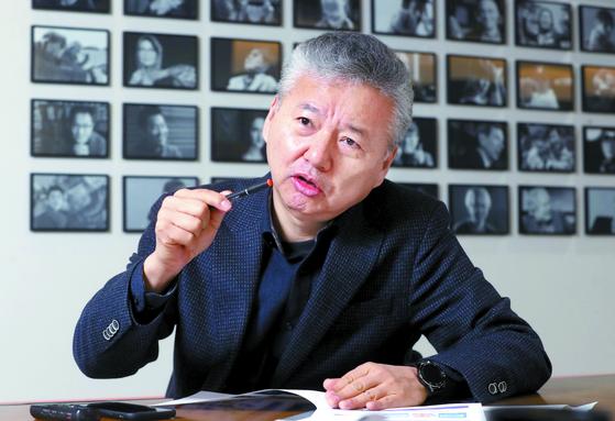 """홍성국 전 대표는 '1차 베이비붐 세대의 막내인 63년생이 대규모로 은퇴하는 2023년이 되면 한국도 본격적인 수축 국면에 진입할 것""""이라며 사회복지가 최대 이슈로 부상 할 것으로 전망했다. [강정현 기자]"""