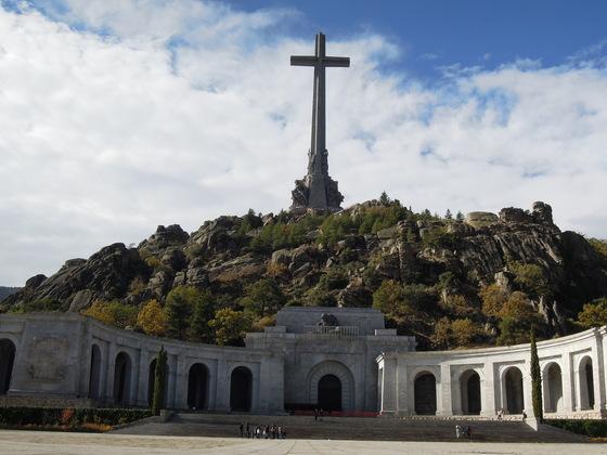 프랑코가 세운 '전몰자 계곡'의 십자가.