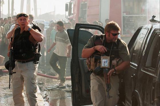 이라크전은 16만 명의 PMC 용병이 투입된 전쟁이었다. 2013년 8월 이라크 수도 바그다드에서 자살 폭탄 테러 발생 직후 용병들이 현장에서 주변을 경계하고 있다. [사진 대테러국제용병협회]