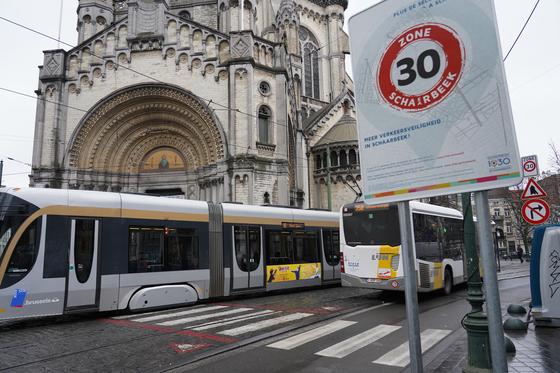 벨기에 브뤼셀 시내에 30킬로존이 늘고 있다. 천권필 기자.