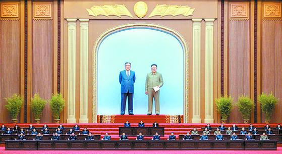 북한은 지난 11일 평양 만수대의사당에서 열린 최고인민회의 14기 1차 회의에서 김정은 국무위원장을 재추대했다. [뉴시스]