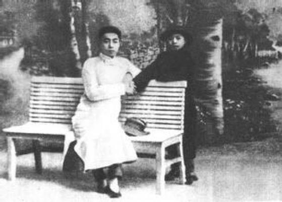 난카이중학 시절의 우궈쩐(오른쪽)과 저우언라이(왼쪽). [사진 김명호]