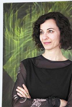 작품 '무제' 앞에 선 미국 작가 린 마이어스.