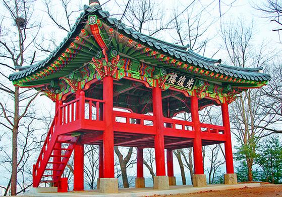 백범 김구가 이름 지은 광복루.