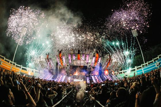 국내 EDM 페스티벌의 원조인 '월드 디제이 페스티벌'은 지난해 8만 관객을 모았다.