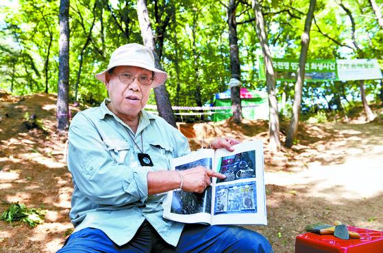 박선주 충북대 명예교수는 충남 아산시 야산에서 한국전쟁 당시 희생된 민간인 피해자 유해발굴을 진행하고 있다. [김성태 객원기자]