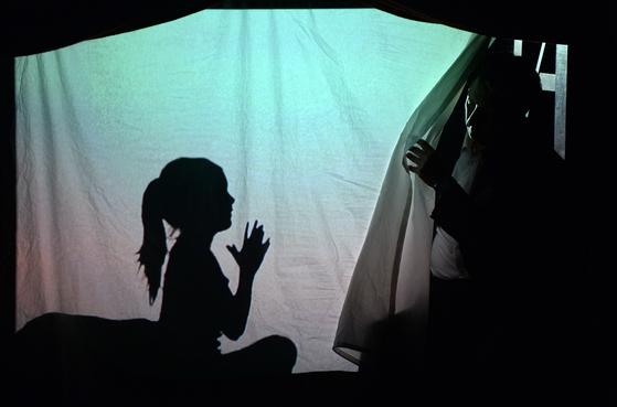 로베르 르빠주가 직접 출연하는 모노드라마 '887' [사진 LG아트센터]