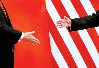 2017년 11월 도널드 트럼프 미국 대통령과 시진핑 중국 국가주석이 베이징 인민대회당에서 악수하는 모습. [로이터=연합뉴스]