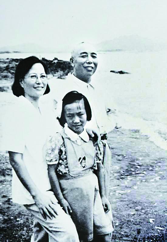1952년 9월 제9병단은 한반도에서 철수했다. 귀국 후 가족과 소풍 나온 쑹스룬.