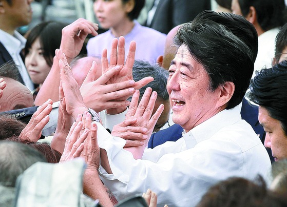 일본 후쿠시마에서 참의원 선거 유세에 나선 아베 총리  [연합뉴스]