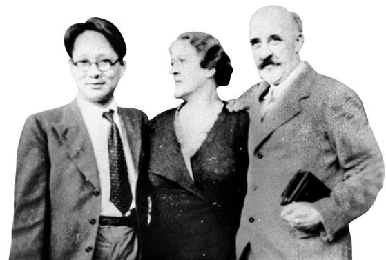 독일 양부모 자일러씨 내외와 함께한 이미륵(왼쪽·1934년).