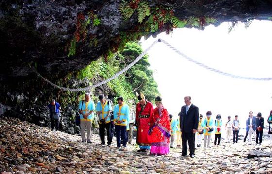 가카라시마에서는 해마다 무령왕 탄생 축제가 열린다. [사진 충청남도 홈페이지]