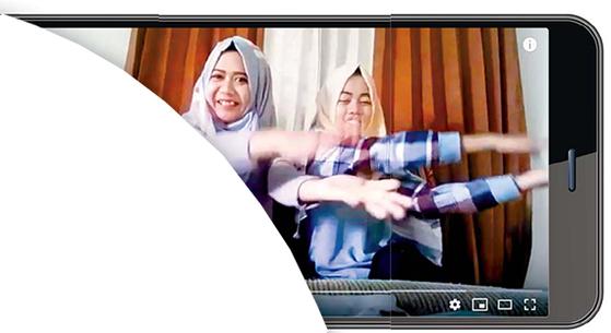 이슬람 문화권에서도 유아교육앱 '핑크퐁 상어가족'이 유행하고 있다. 히잡을 쓴 여성들도 유튜브에 '#베이비샤크첼린지'를 업로드한다. [사진 유튜브 캡처]