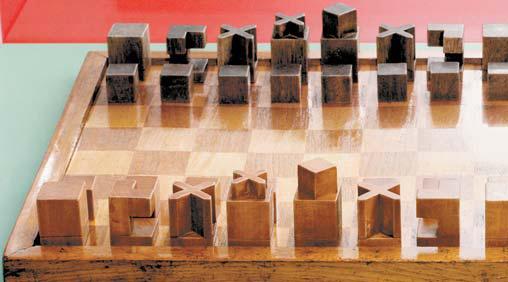 바우하우스의 수공예 마이스터였던 요제프 하르트비히가 제작한 체스판. 오늘날의 블록놀이 장난감의 원형이라 할 수 있다. [사진 윤광준]