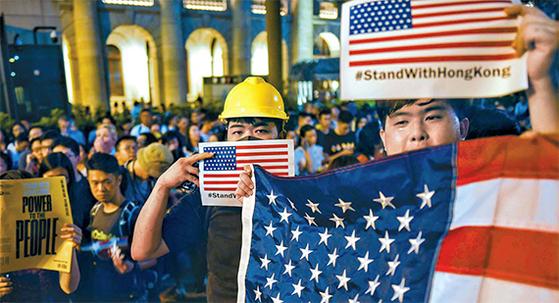 성조기 등장한 홍콩 시위