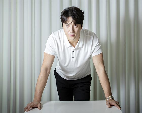훤칠한 외모에 탁월한 가창력을 겸비한 민우혁은 남자 배우가 부족한 뮤지컬계에서 단숨에 정상에 올랐다. 전민규 기자