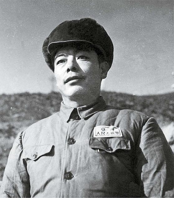 1951년 5월 중순, 중국지원군 총부에 도착한 류쥐잉. 34세이다 보니 어리다는 소리 들을 만도 했다. [사진 김명호]