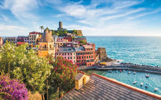 쇼핑·팁 강요 등 기존 패키지여행의 단점을 보완한 여행상품이 인기를 끌고 있다. 이탈리아 해변의 다섯 마을 친퀘테레 전경.