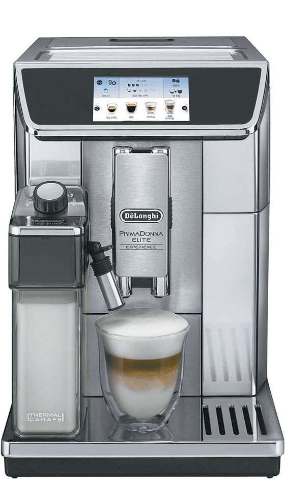 이탈리아 프리미엄 주방가전 브랜드 드롱기는 커피머신 제품으로 국내외에서 독보적 위치를 차지하고 있다. 드롱기가 최근 내놓은 '프리마돈나 엘리트 KRECAM 650.85.MS'(위)가 인기다. 퓨어 화이트 색상으로 제작한 디스틴타 컬렉션의 주전자·토스터·전기오븐(아래) 등도 꾸준히 팔리고 있다.