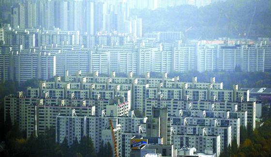 2015년 4월 민간택지 분양가 상한제 적용 범위가 전국에서 지정 지역으로 바뀐 후 4년 7개월 만에 처음으로 서울 27개 동이 지정됐다. [연합뉴스]