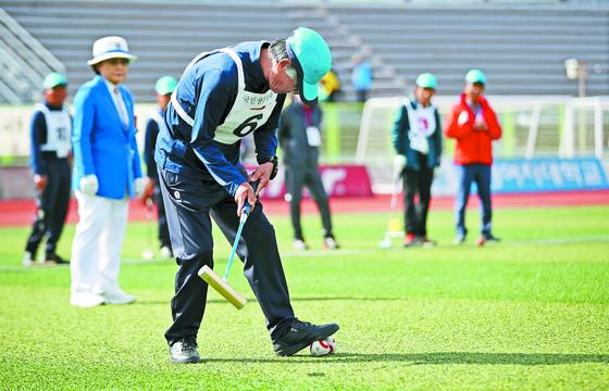 제8회 전국 노인건강 대축제에서 게이트볼을 즐기는 노인들. [연합뉴스]