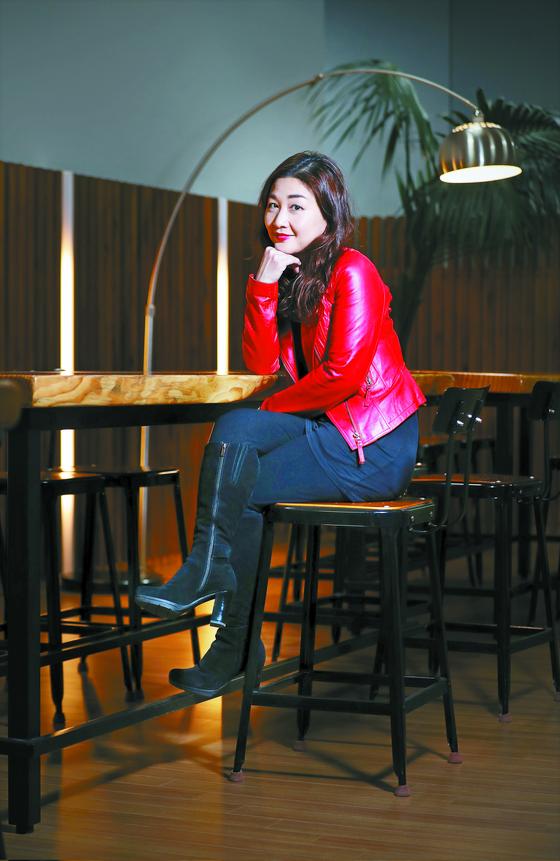 """해외에서 최고 수준의 극장만 돌며 초긴장 상태로 살았다는 캐슬린 김은 한국 활동을 하며 '즐기며 일하는 법을 배웠다""""고 했다. 신인섭 기자"""