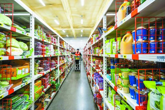 새벽배송이 유통업체들의 격전지로 떠오르고 있다. 쿠팡 프레시 물류센터는 신선식품을 배송하기 위한 콜드체인 시스템을 갖췄다. [사진 쿠팡]