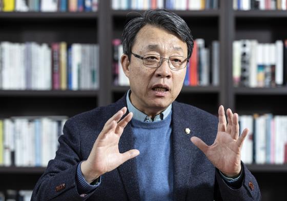 김성식 바른미래당 의원이 지난달 27일 국회 의원회관에서 중앙SUNDAY와 인터뷰를 하고 있다. 김현동 기자
