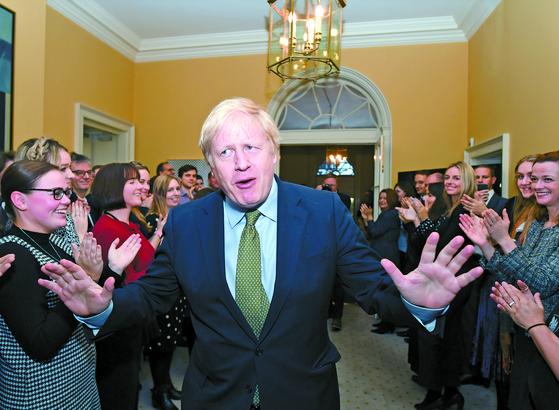 총선 압승, 얼굴 편 영국 총리