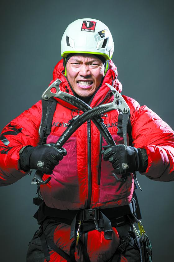 2018년 7월 낭가파르바트를 끝으로 8000m급 14개 봉우리에 오른 김미곤 대장. 김 대장은 10월부터 K2 동계 초등 일정에 들어간다. 전민규 기자