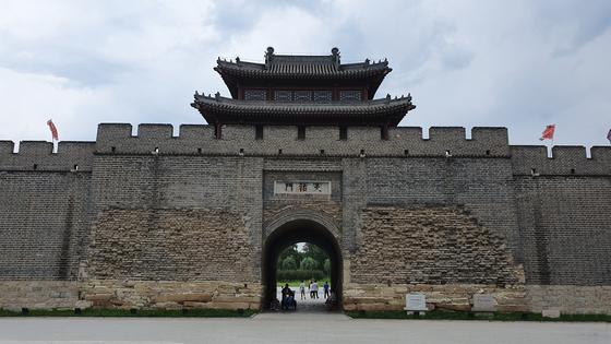 누르하치가 1621년 수도로 삼은 랴오양성의 동쪽에 건설해 자신의 치소로 썼던 동경성. [사진 윤태옥]